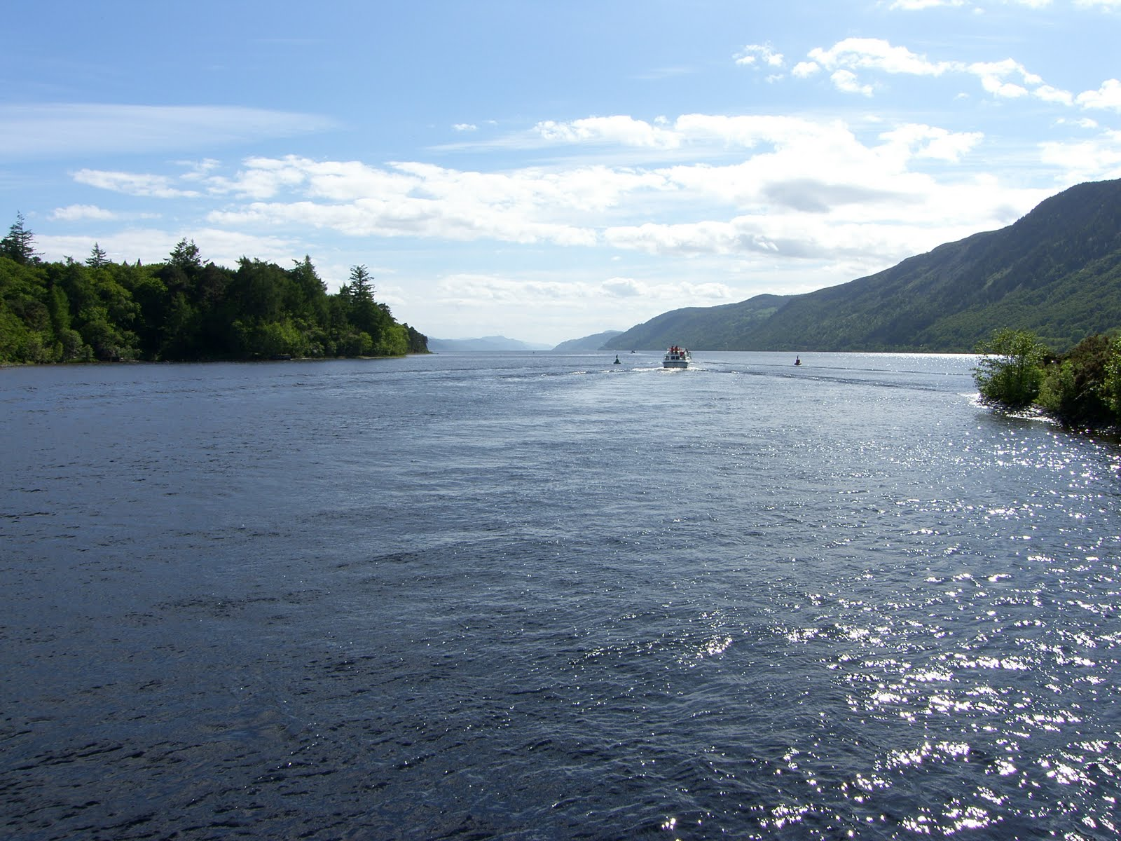 cottages scotland  cruising on loch ness and the
