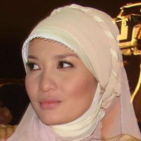 Cara Memakai Jilbab Pahsmina Kaos Modern Tips Memilih Jilbab Sesuai ...