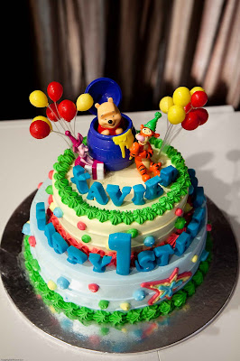 Pooh Bear Surprise Deco-set and Xaviers 2-Tier cake.