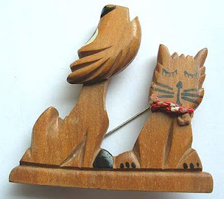 Dynamic dog and cat wood brooch