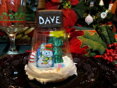 Edible Snowglobe Place Settings / Suzys Artsy Craftsy Sitcom #holiday #Christmas