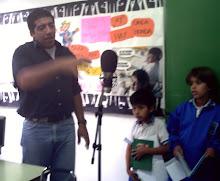 Marcelo nos explica cómo usar el micrófono.