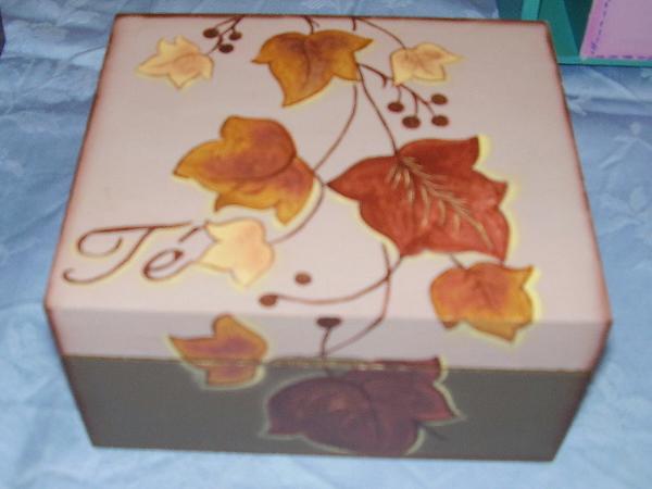 Pin cajitas en fibrofacil con angelitos porcelana fria y - Cajas de madera pintadas a mano ...