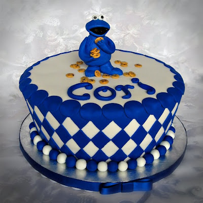 cookie monster cake. This is a vanilla cake with