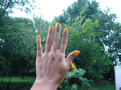 Mariels_Masglo_yellow_nails@http://marielscastle.blogspot.com