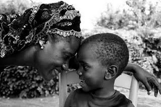 Mirada carinosa madre a hijo
