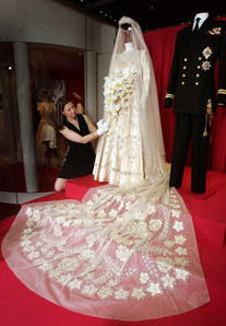 wedding-dress-queen-elizabeth