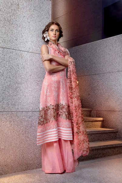 12414 104334539596258 100000591383382 116946 6843406 n - GUL AHMED Summer Collection 2010...!