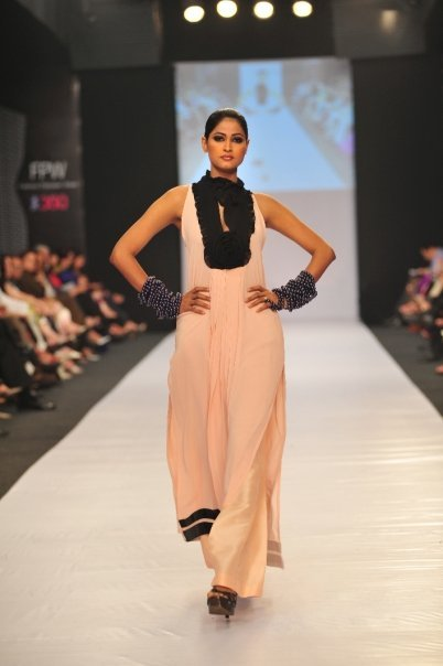 12834 169049367100 515807100 3298353 2249628 n - SANAM CHAUDHRY collection