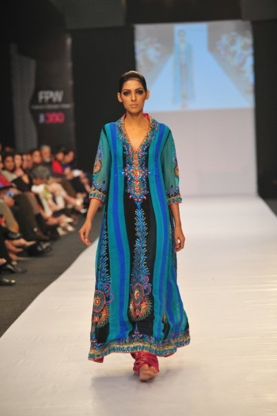 12834 169050612100 515807100 3298418 3304800 n - SANAM CHAUDHRY collection