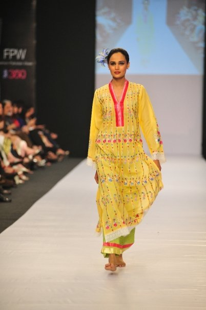 12834 169050917100 515807100 3298425 1671592 n - SANAM CHAUDHRY collection