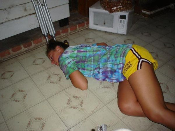Passed Out Drunk Girls Pictures22