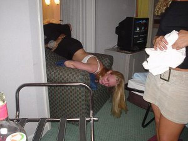 Passed Out Drunk Girls Pictures10