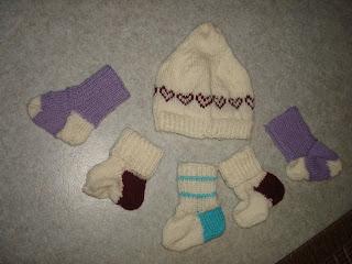 Marttojen vauvasukat neulottu pipo vauvalle