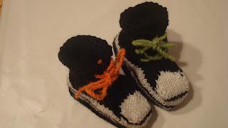 Neulotut tennarit vauvalle