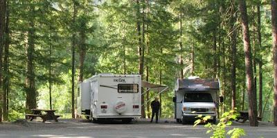 autocamper campingplads i Nairns Falls Provincial Park, British Columbia, Canada