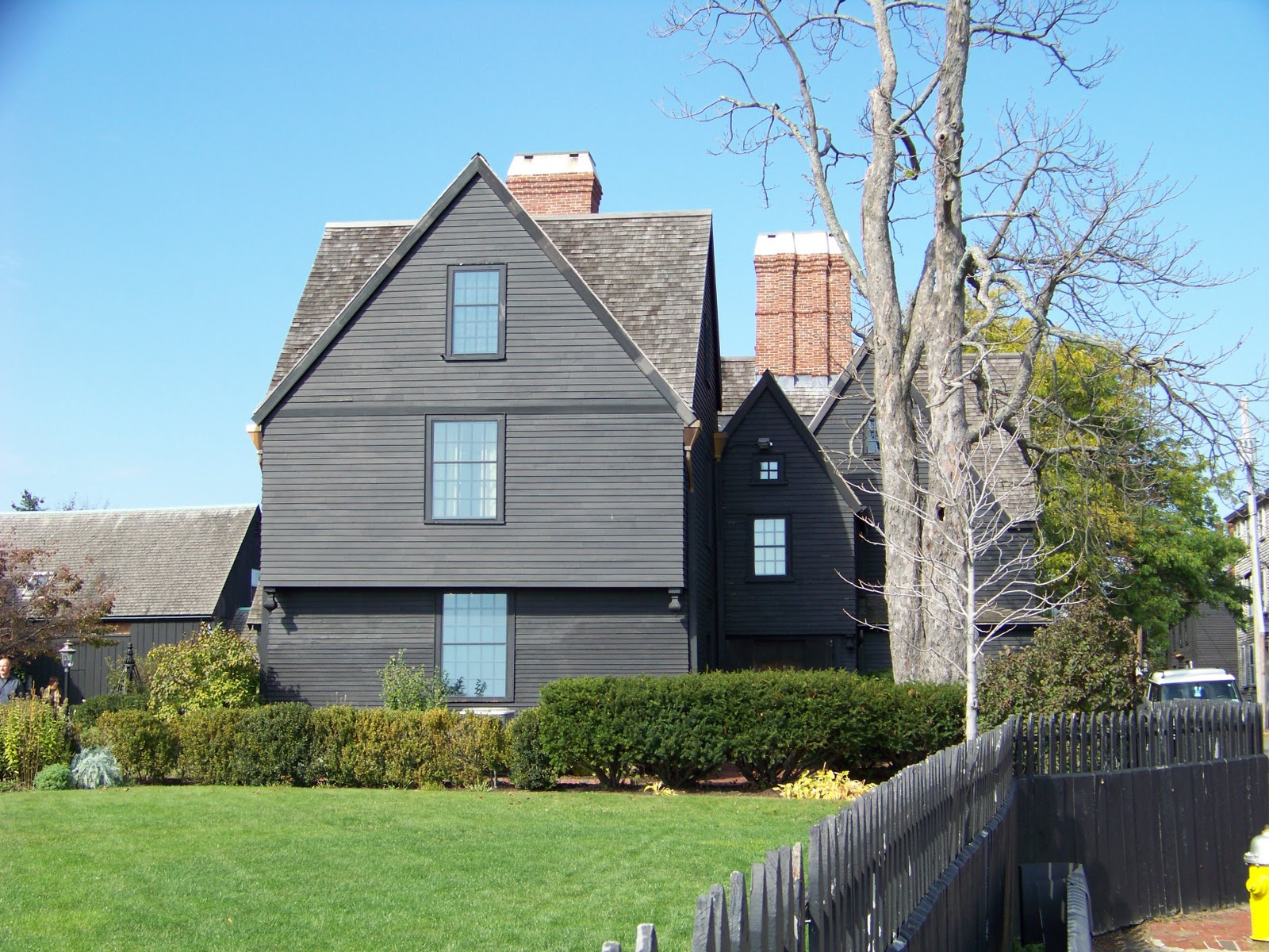 house of seven gables thesis statements
