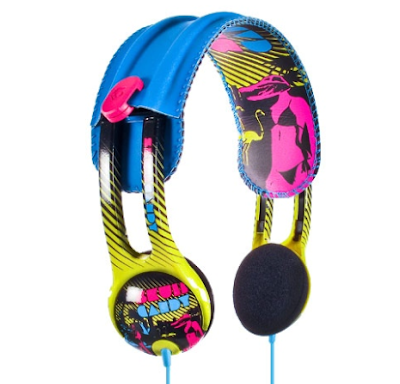 Headphones from Skull Candy are so beautiful and bright that they can allure