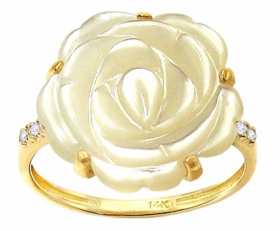 Yellow Gold Large Flower Mother of Pearl Ring