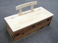 おもちゃ箱は子供机にもベンチにも…