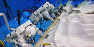 1201662 Bagaimana Cara Astronot Buang Air Besar?