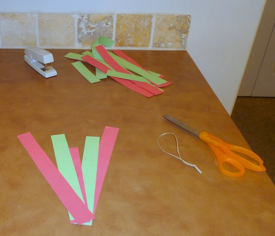 Be It Ever So Humble Simple paper Christmas ornaments ~ 201926_Christmas Decoration Ideas With Construction Paper