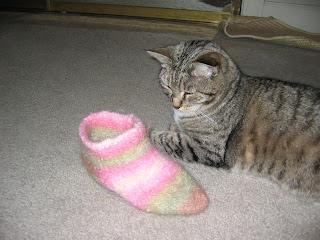 illadore: Fuzzy Feet!! :) - Illadore's House o Crack