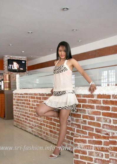 http://1.bp.blogspot.com/_XjJ92Zgtt4Y/SwrIsGZYYRI/AAAAAAAAX3k/X_p8r4XKXMQ/s1600/pramila_7.JPG