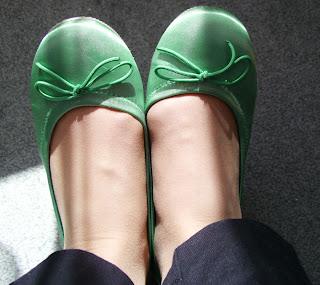 green toes (onemorehandbag)