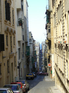 steep street in Valetta (onemorehandbag)