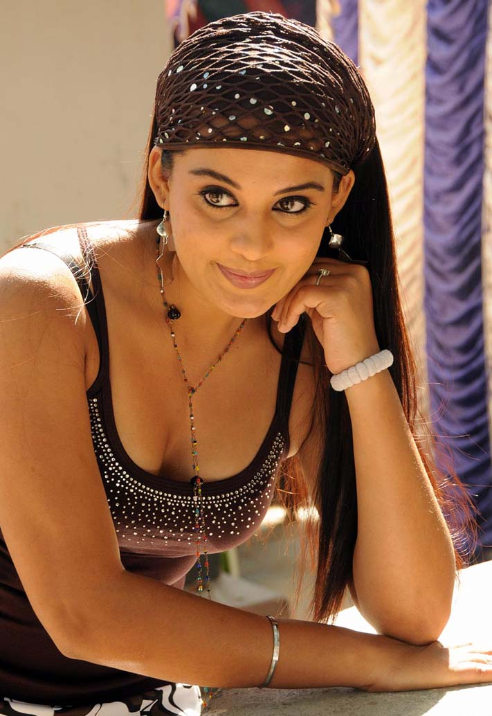 Celeb PHOTO » Sexy Girls Roopa Kour