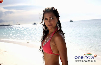 Lara Dutta in beach