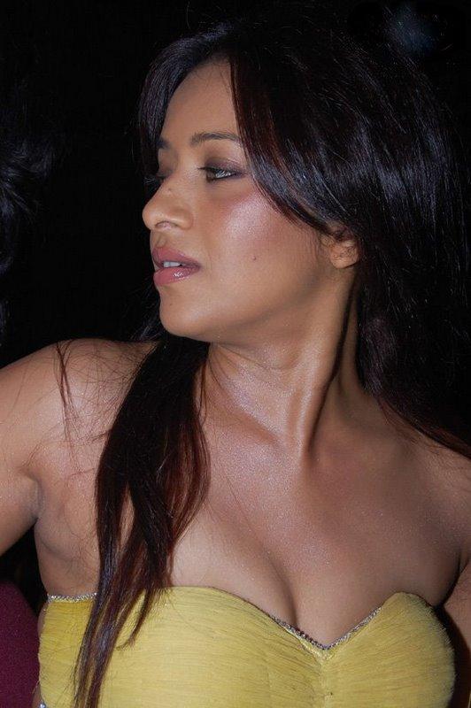 Hot model priya soni devastating thighs