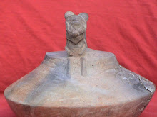 Arqueología Extraña la representación de una nave, y un Astronauta