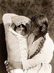 India Achomawi con su hijo.