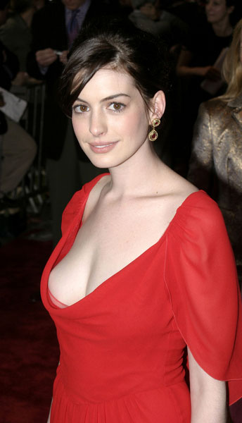 anne hathaway hot kiss