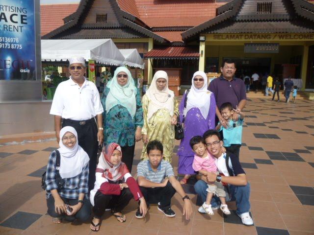 Gambar Kenangan Keluarga Saya dan Sebahagian Keluarga Kakak dan Ibu Mertua