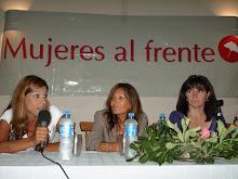 Mesa De Mujeres al frente
