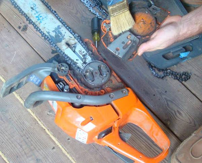Cleaning chain saw