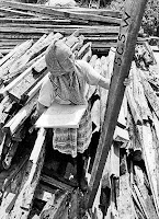 Seorang Nenek Membangun Rumah Sendiri Selama 23 Tahun