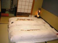 Футоны на полу - совместный сон в японском стиле