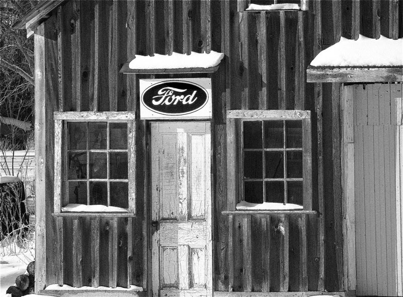 [old+barn-old+Ford+sign]