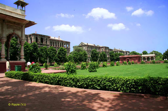 RED FORT: afar-Mahal: In the centre of the garden is a large tank with a red stone pavilion in its middle, originally connected by a causeway with the garden.