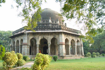 Posted by Ripple (VJ) : A visit to Lodhi Garden, Delhi, INDIA ::