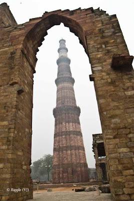 Posted by Ripple (VJ) : A Foggy Day @ qutub Minar, Delhi :  Qutub Minar view