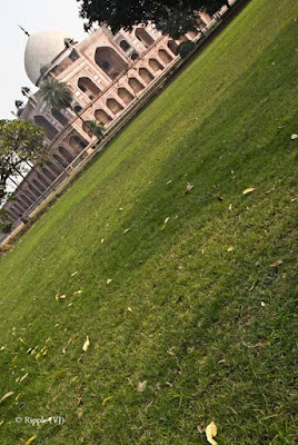 Posted by Ripple (VJ) : Humayun's Tomb, Delhi : Green Carpet in front of Humayun's Tomb...