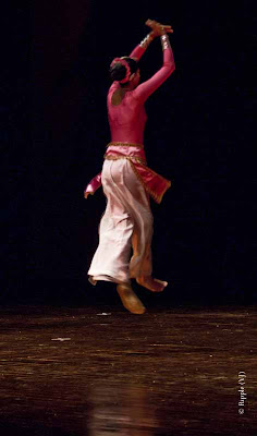 Posted by Ripple (VJ) : Sri Lankan Folk Dancer @ Kamani, Delhi : Name of the Group - Visha School of Dance