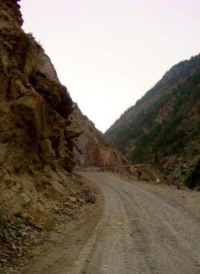 Posted by Ripple (VJ) : Road from Manali to Keylong,Udaypur,Trilokinath in Lahaul Spiti, Himachal Pradesh : Manali to Marhi to Rohtang to Gramphu to Sissu to Tandi to Keylong to Udaypur to Trilokinath: ripple, Vijay Kumar Sharma, ripple4photography, Frozen Moments, photographs, Photography, ripple (VJ), VJ, Ripple (VJ) Photography, Capture Present for Future, Freeze Present for Future, ripple (VJ) Photographs , VJ Photographs, Ripple (VJ) Photography : On one side you will see very high rocky hills and other side you have Chandrabhaga with lot of sound...