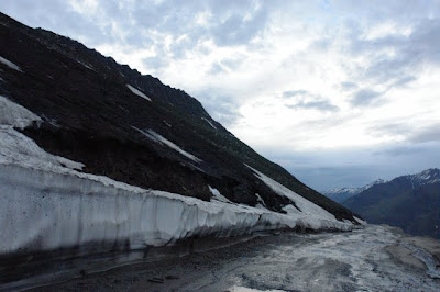Posted by Ripple (VJ) : Road from Manali to Keylong,Udaypur,Trilokinath in Lahaul Spiti, Himachal Pradesh : Manali to Marhi to Rohtang to Gramphu to Sissu to Tandi to Keylong to Udaypur to Trilokinath: ripple, Vijay Kumar Sharma, ripple4photography, Frozen Moments, photographs, Photography, ripple (VJ), VJ, Ripple (VJ) Photography, Capture Present for Future, Freeze Present for Future, ripple (VJ) Photographs , VJ Photographs, Ripple (VJ) Photography : After Snowfall, you see no road beyond Rohtang Pass...  (10 Km)