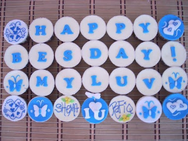 Cupcake with buttercream & fondant alphabet